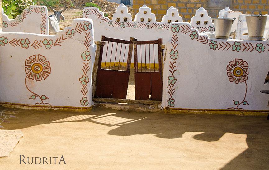 Painted walls in Khuri